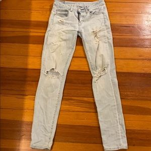 Light Wash Ripped American Eagle Jeans